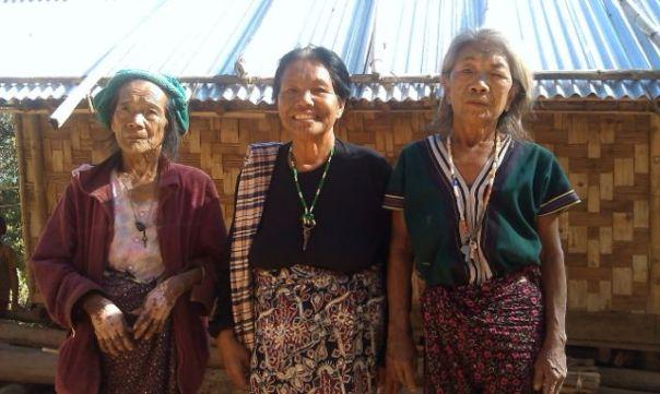 Kobiety z tatuażami na twarzach. fot. Życie w tropikach