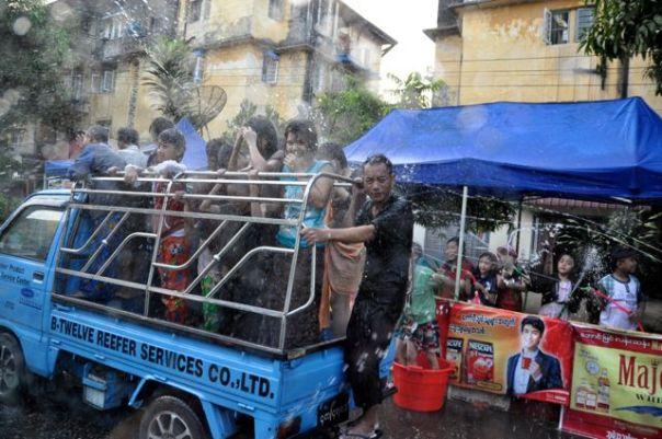Thingyan 2012 w Rangunie. fot. Życie w tropikach